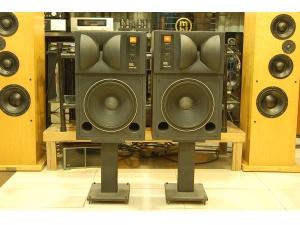 JBL 4425 音箱