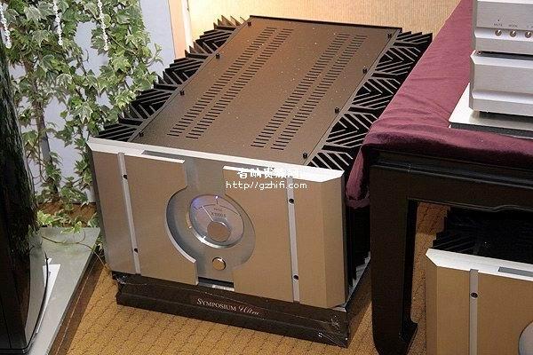 5 ◆型式:晶体管单声道后级放大器 ◆输出功率:1000w/8ω ◆增益