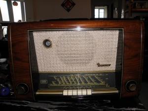 TELEFUNKEN德律风根AndanAe FM胆收音机