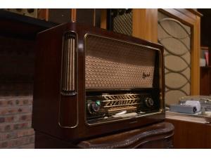 (已售出)TELEFUNKEN德律风根旗舰OPUS7胆收音机