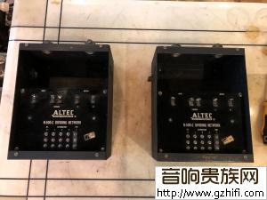 一对Altec(剧院之声)早期皱纹漆N500c分频器
